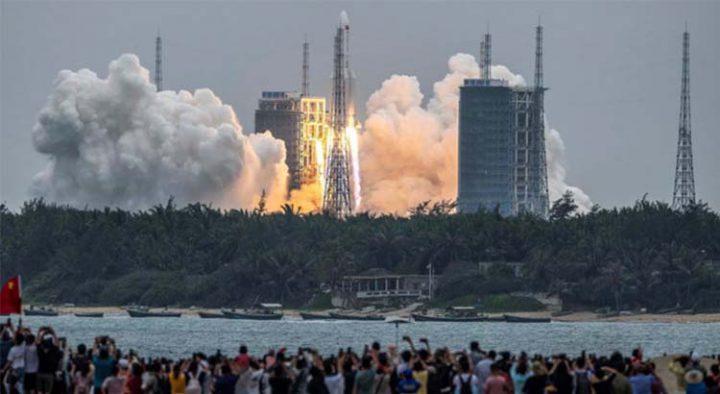 จีนส่งชิ้นส่วนหลักของสถานีอวกาศถาวร 'เทียนกง' ขึ้นสู่วงโคจรรอบโลกสำเร็จ